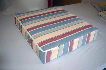 herstellung und bezug von polsterkissen. Black Bedroom Furniture Sets. Home Design Ideas